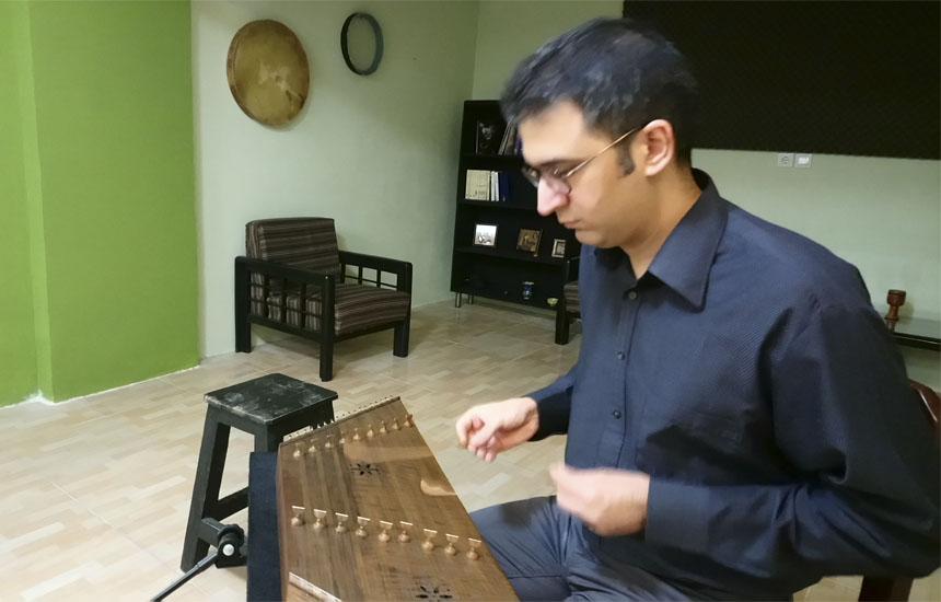 نوید مسجدی نوازنده و مدرس سنتور